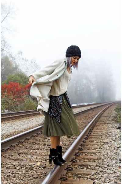 olive green tulle skirt LeLe Style skirt - black JustFab boots