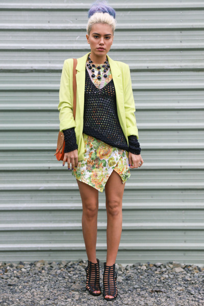 olive green shopakira dress - black AmiClubWear heels