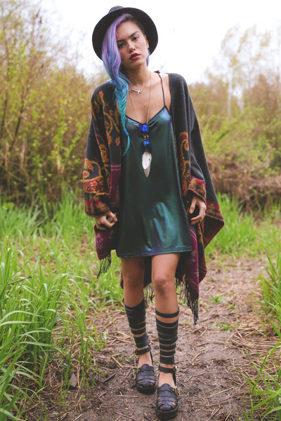 forest green Motel dress - black linzi sandals