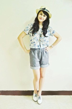 booties heels - cropped floral human shirt - high waisted Bayo shorts