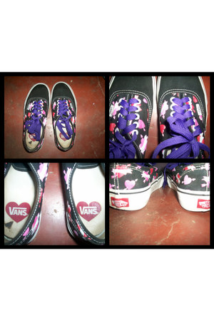 black Vans shoes