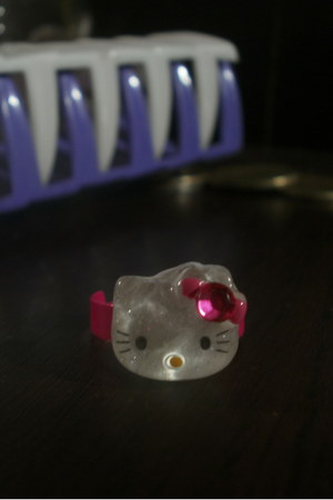 hot pink hello kitty ring