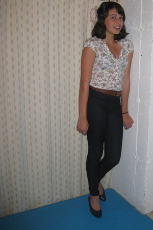 H&M blouse - Forever 21 jeans - vintage belt - vintage shoes - H&M accessories