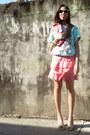 Pink-vintage-purse-aquamarine-vintage-sunglasses-aquamarine-hanes-t-shirt