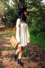 Black-h-m-boots-white-embossed-h-m-dress-black-fedora-forever-21-hat