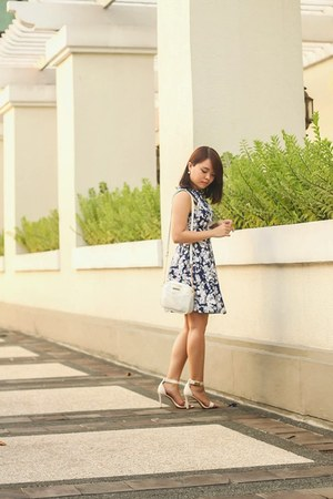 gold Forever 21 necklace - blue dress - white Bershka bag