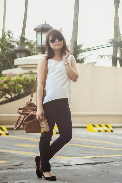 bronze caramel bag - navy jeans - dark green Sunnies studios sunglasses
