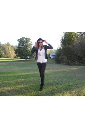H&M hat - Primark blouse - Primark necklace