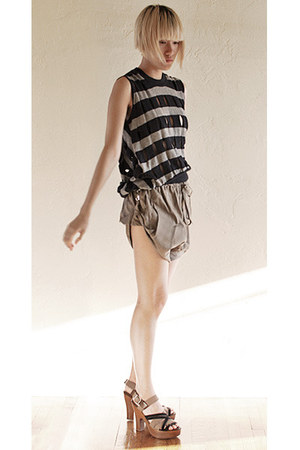 tan Vivienne Westwood Anglomania shorts - navy Alexander Wang top