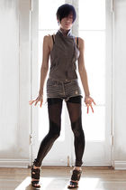 blue monrow vest - blue rvca x erin wasson shorts - black Black Milk leggings -