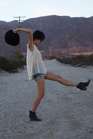 black Rachel Comey boots - black untitled hat - blue 7 for all mankind shorts