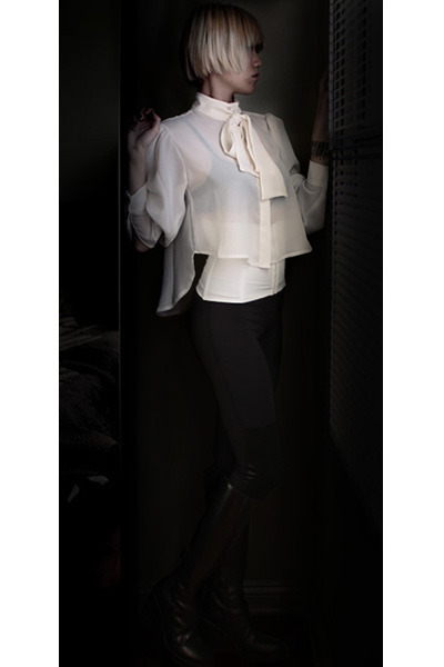 off white Carin Wester blouse - black ann demeulemeester boots