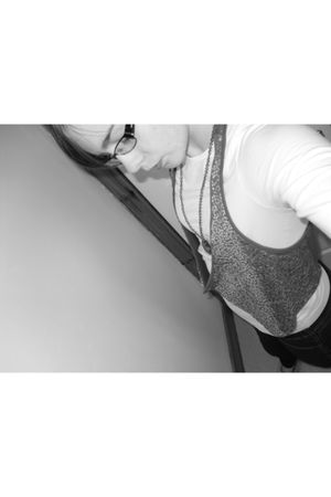 gray Miss Selfridges vest - blue Miss Selfridges leggings - white H&M t-shirt