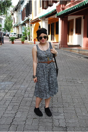 black Forever 21 boots - gray zebra print bangkok market dress - black coach bag