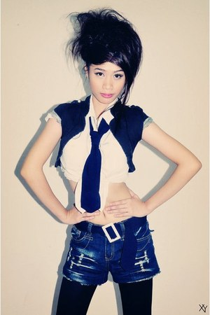black leggings - navy shorts - white blouse - navy tie - belt