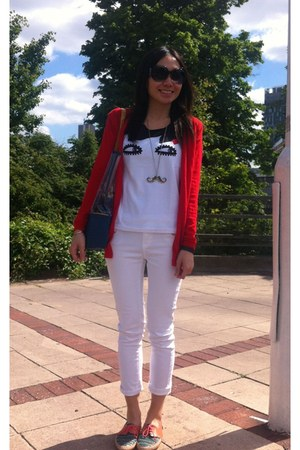 white Uniqlo t-shirt - aquamarine leather flat asos shoes