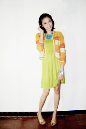 light orange Pampo Lina jacket - chartreuse HBY dress - gold dr scholls heels