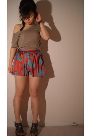 v-neck Forever 21 shirt - Forever 21 shorts - 4 inch Forever 21 heels