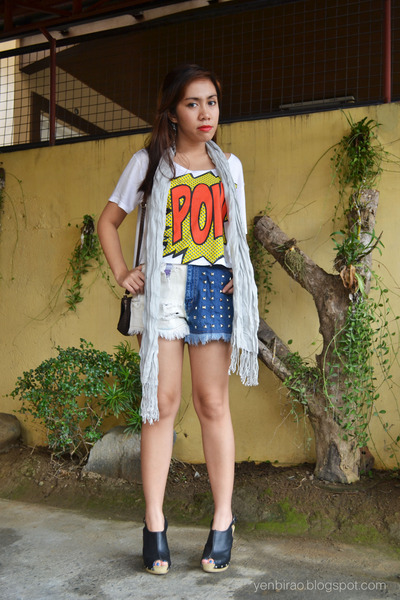 pow Just Chic shirt - Bubbles shorts - MSE clogs - ear cuff OASAP earrings