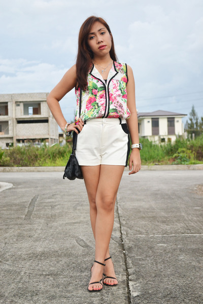 white Shopaholic blouse - black black and white Redhead shorts