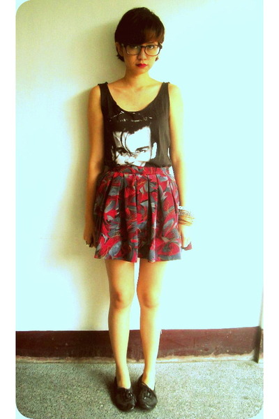 tennis Jaciendera skirt - black Nine West shoes - johnny depp bangkok top