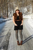 heather gray polka dot tights - dark brown cheerio seychelles boots