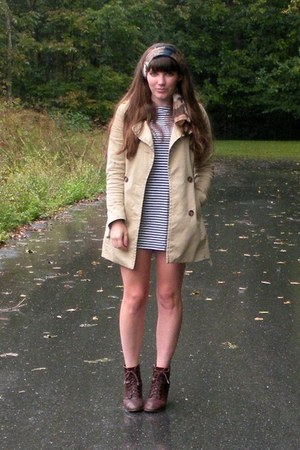 beige trench H&amp;M coat - dark brown cheerio seychelles boots