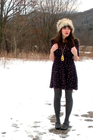 navy Forever 21 dress - yellow Forever 21 necklace - heather gray H&M hat - char