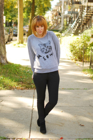 black Mango boots - heather gray meow top Skip n Whistle sweatshirt