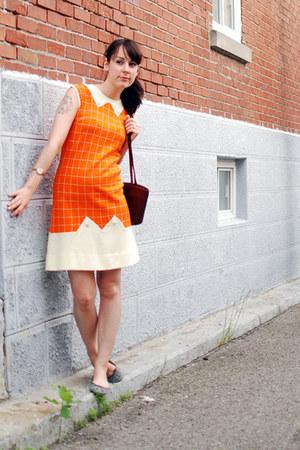 carrot orange vintage dress - dark brown vintage bag - heather gray JCrew flats
