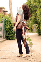 beige vintage shoes - navy Levis jeans - brown vintage scarf