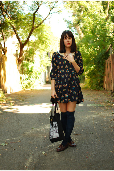Lilo dress - tote fieldguided bag - aa socks - vintage loafers