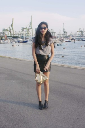 black leather Taobao skirt - black chelsea Topshop boots