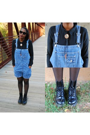 doc martens Urban Outfitters boots - black sheer CVS tights