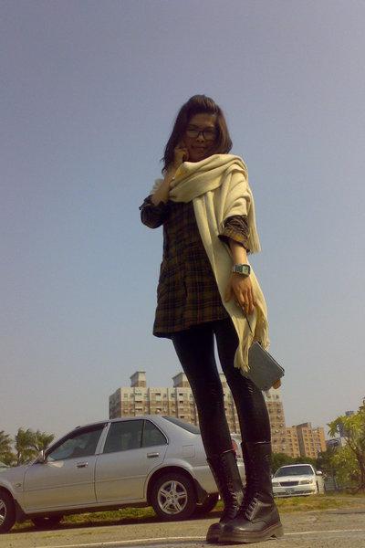 brown top - black leggings - black boots - beige scarf