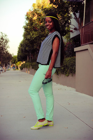 beige unknown brand flats - aquamarine mint jeans unknown brand jeans
