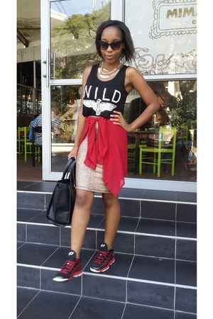 gold rage skirt - black wild vest vest - brick red jays 5 nike sneakers