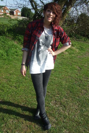 gray Primark leggings - black new look boots - red shirt