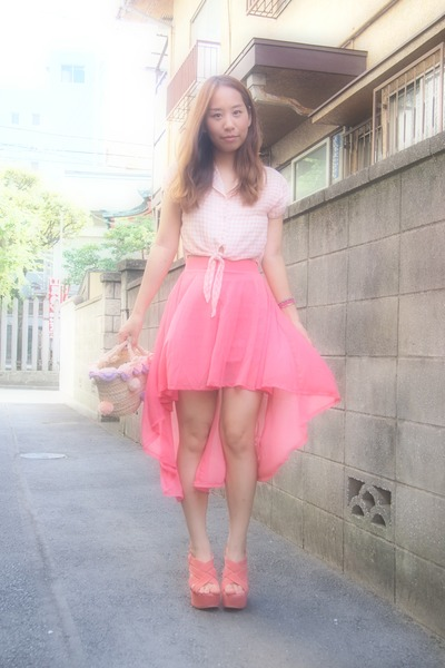 coral H&M skirt - salmon phebely shirt - light pink pompon basket nadesico bag