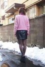 Black-leather-skirt-cheeky-skirt-bubble-gum-topshop-sweater