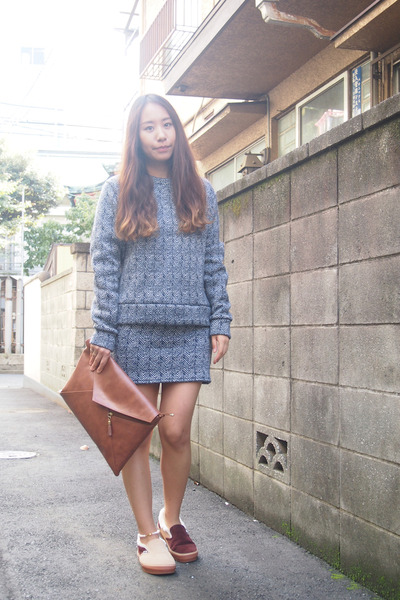 brown DHOLIC bag - navy cher skirt - tan Vans flats - navy cher top
