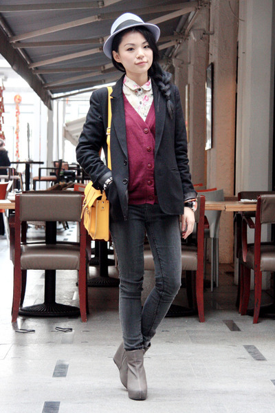 mustard Cambridge Satchel Company bag - charcoal gray BDG Jeans jeans