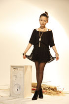 black H&M t-shirt - gold asos accessories - black asos skirt - black staccato sh
