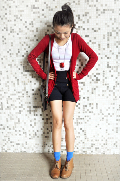 red Bershka cardigan - blue Zara shorts - white H&M t-shirt - brown Clarks shoes