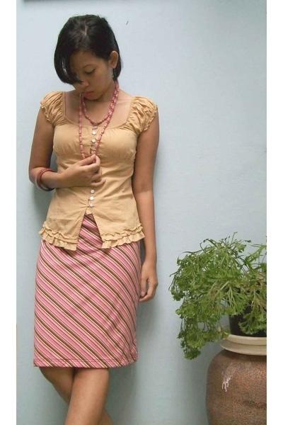 local brand top - Details skirt - moms necklace - flea market accessories
