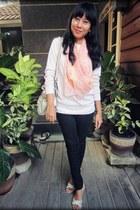 peach vintage scarf - black Zara jeans
