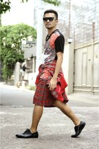 red The Urban Hour shirt - black leather derbies Milanos shoes