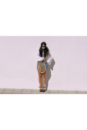 cream vintage shirt - bronze paca peca bag - blue Zara shorts - black rayban sun