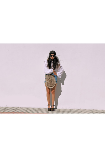cream vintage shirt - bronze paca peca bag - blue Zara shorts - black rayban sun