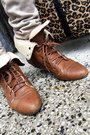 Brown-bag-tawny-boots-beige-jeans-neutral-jacket-light-brown-sweater